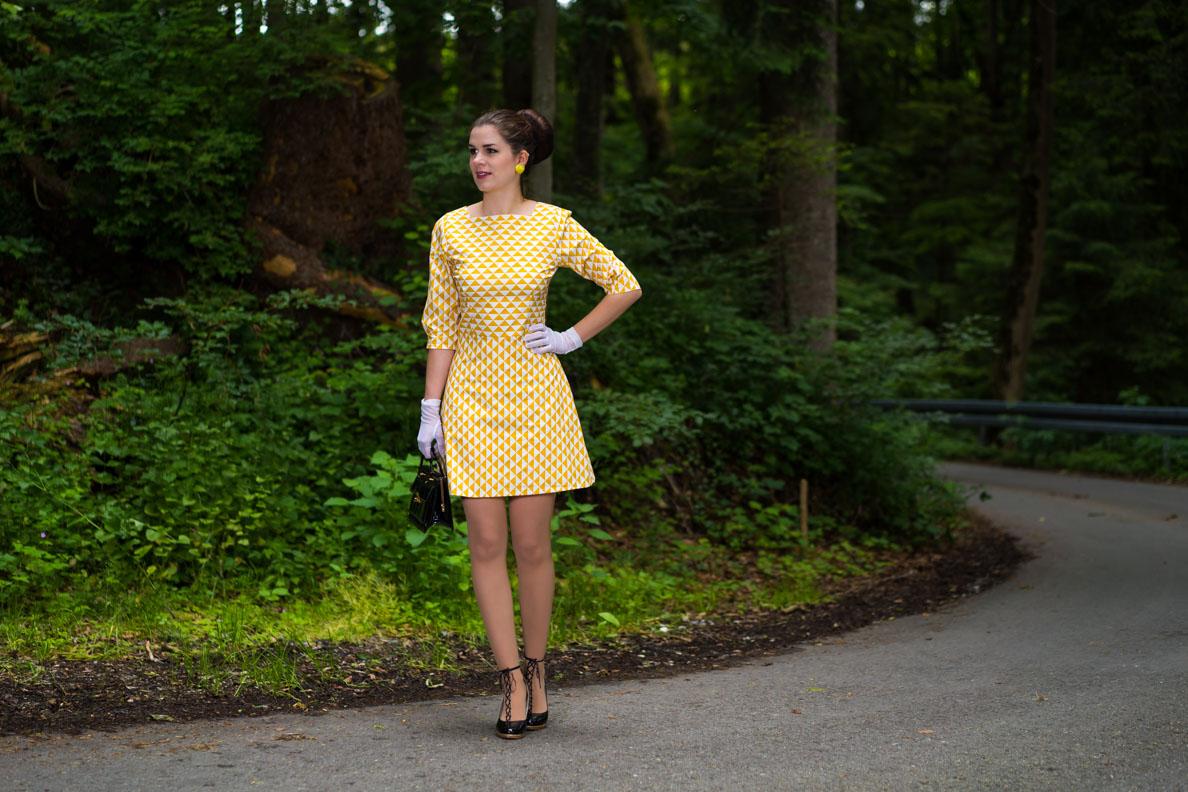 RetroCat in einem 60er-Kleid von Grünten Mode