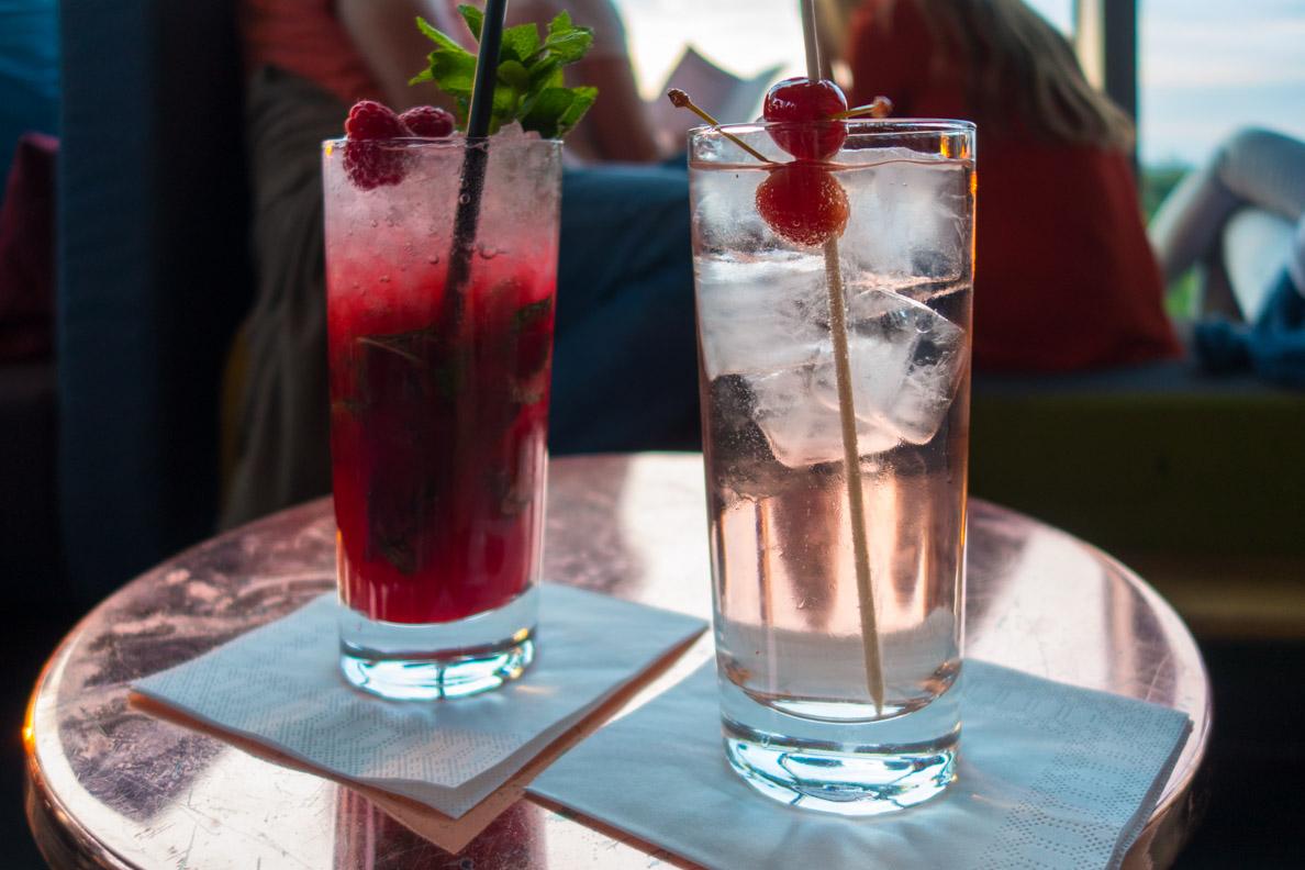 Leckere Cocktails in der Monkey Bar in Berlin