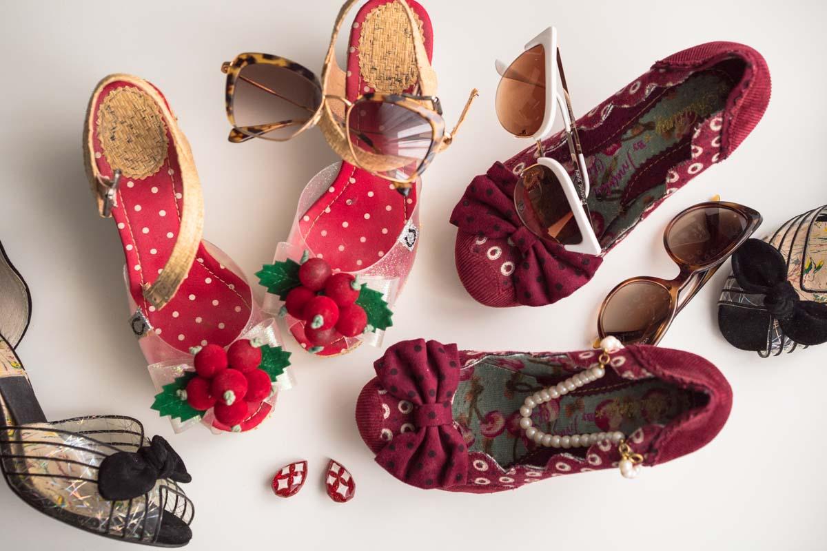 Farbenfrohe, sommerliche Retro-Schuhe