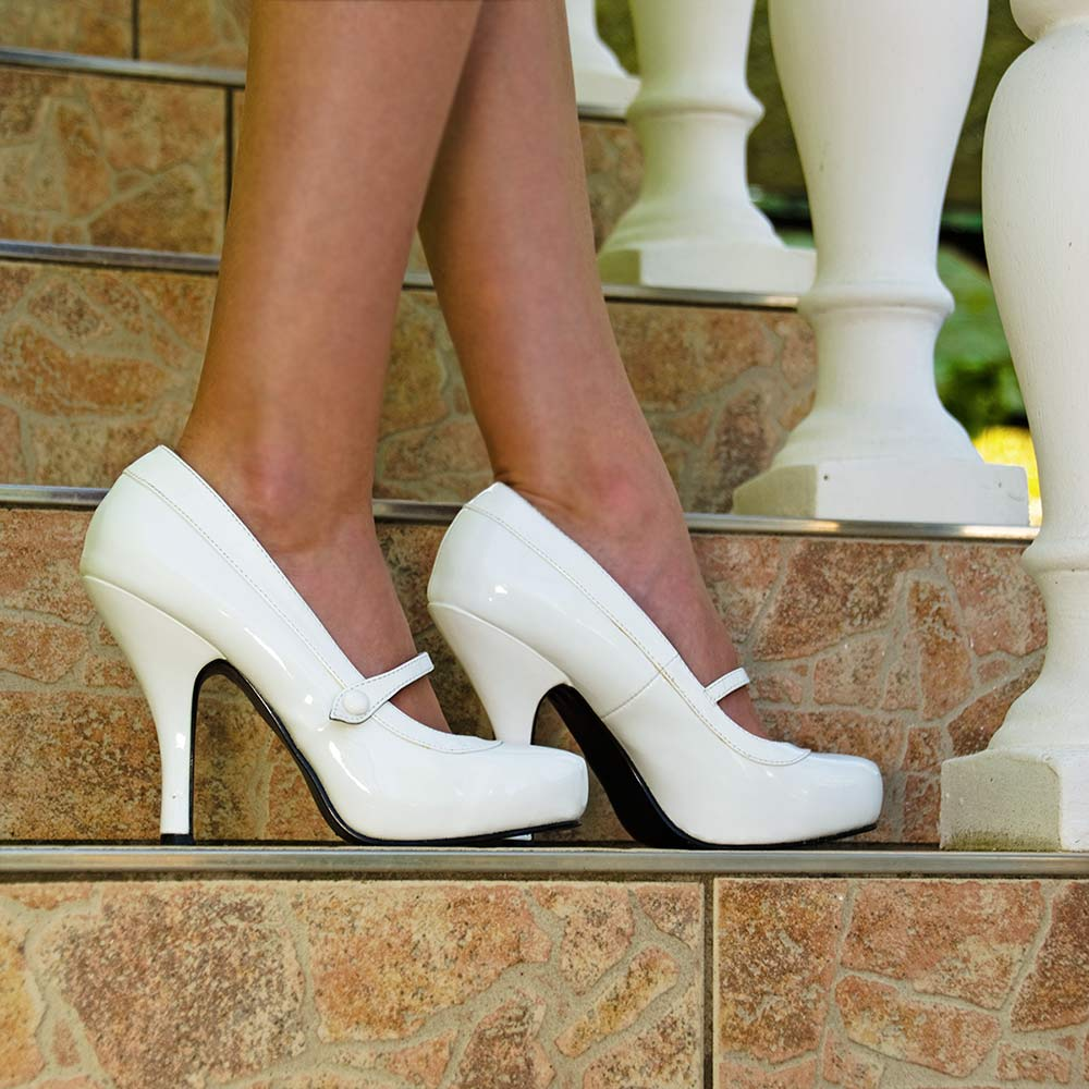 RetroCat mit weißen Mary Janes von Pinup Couture