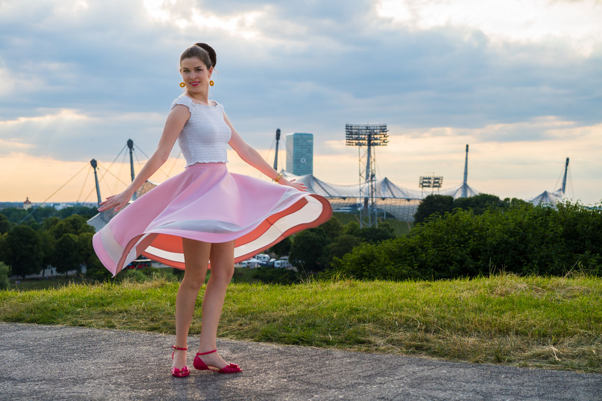 RetroCat im Olympiapark in München beim Tanzen