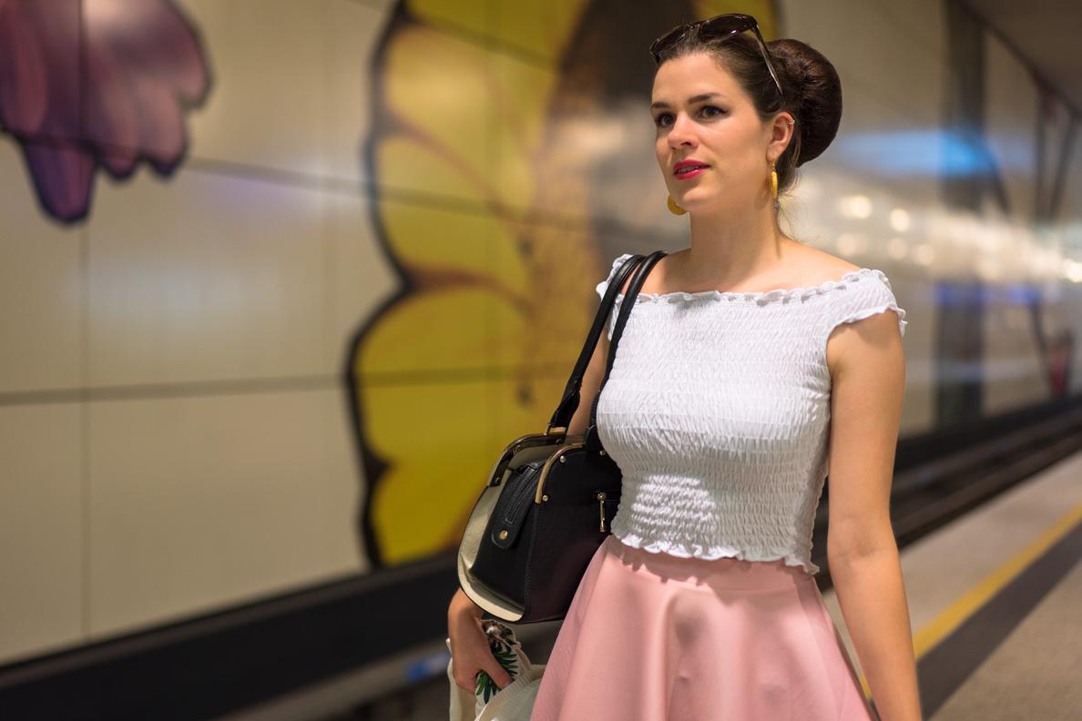 RetroCat beim Warten auf die U-Bahn