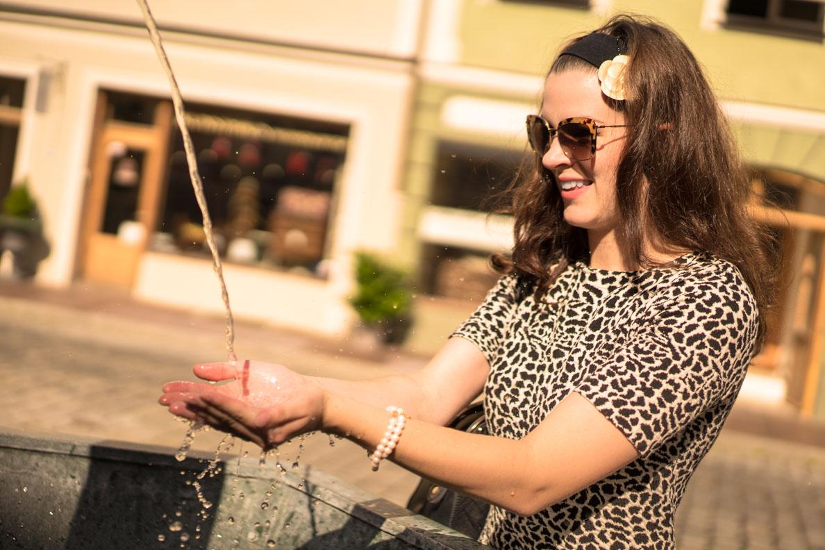 RetroCat mit Sonnenbrille und Haarband