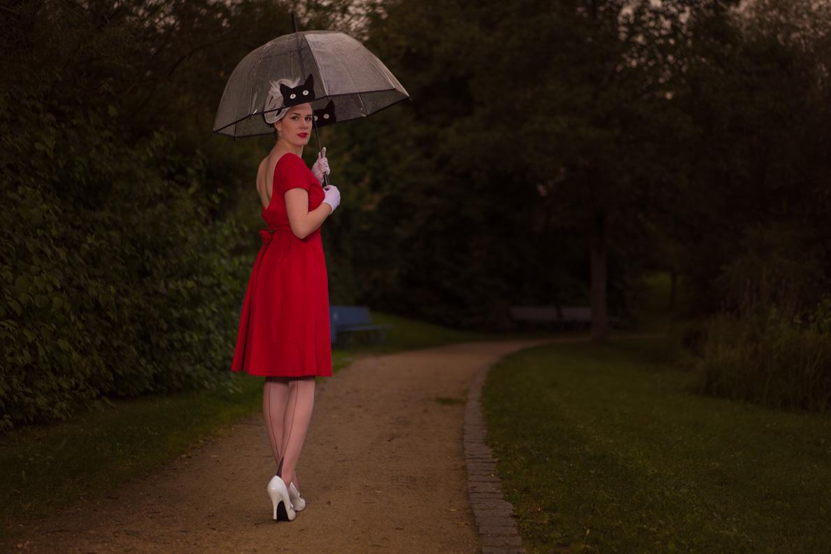 RetroCat in einem originalen 50er-Jahre-Kleid