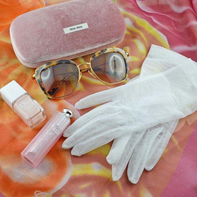 Handschuhe, Sonnenbrille und Lippenstifte von RetroCat