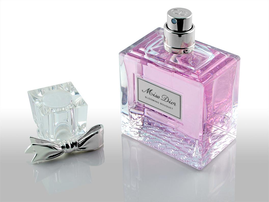 """Der hübsche Verschluss des Parfüms """"Blooming Bouquet"""" von Miss Dior"""