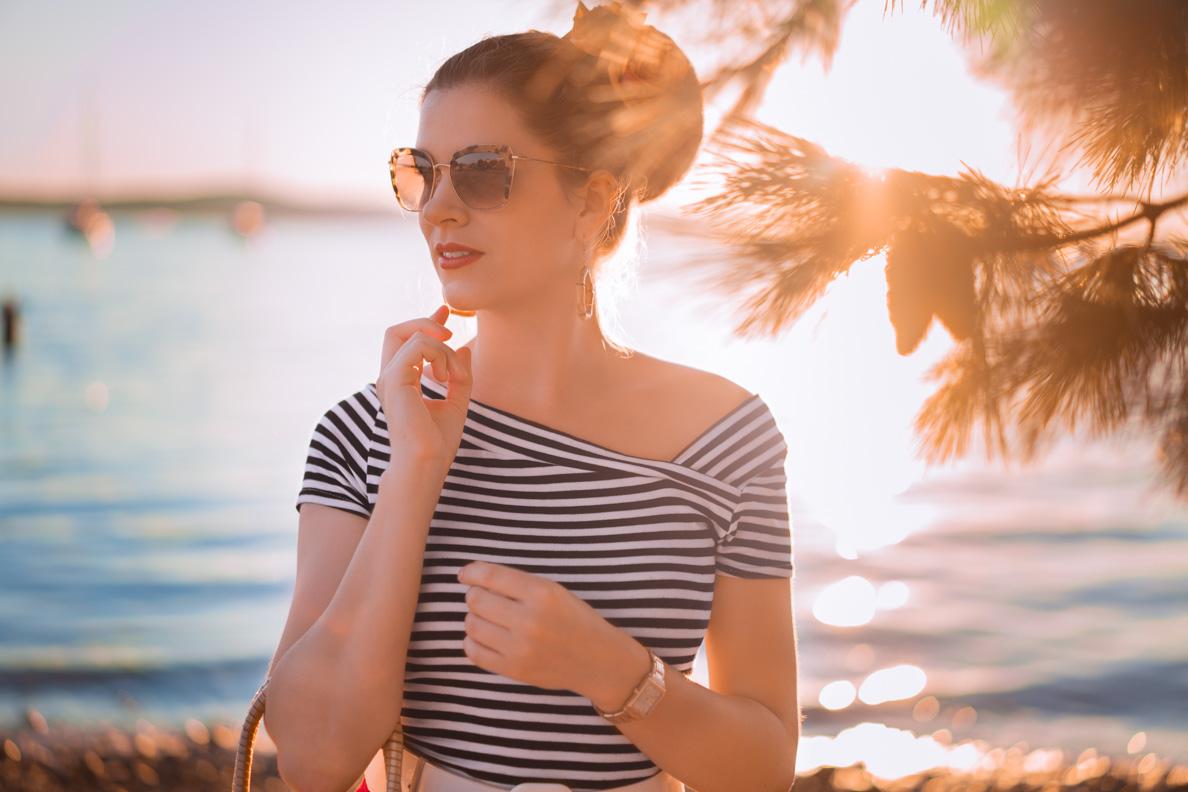 Vintage-Bloggerin RetroCat mit einer Retro-Sonnenbrille von Miu Miu