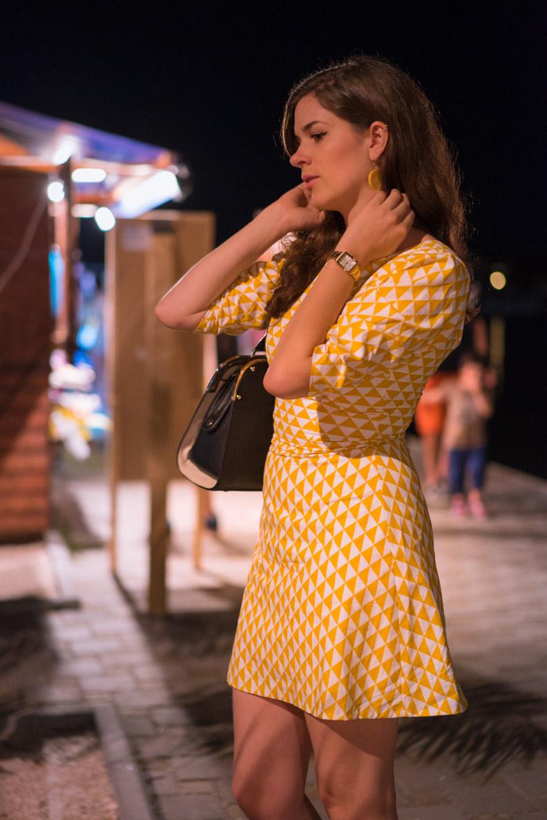 RetroCat in einem gemusterten Vintage-Kleid von Grünten Mode