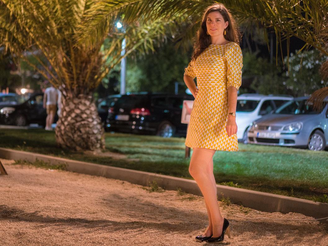 RetroCat in einem 60er-Jahre-Kleid vom deutschen Label Grünten Mode
