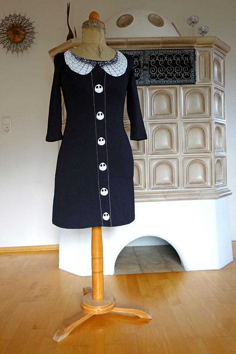 Ein schwarzes Kleid von Nastrovje Potsdam
