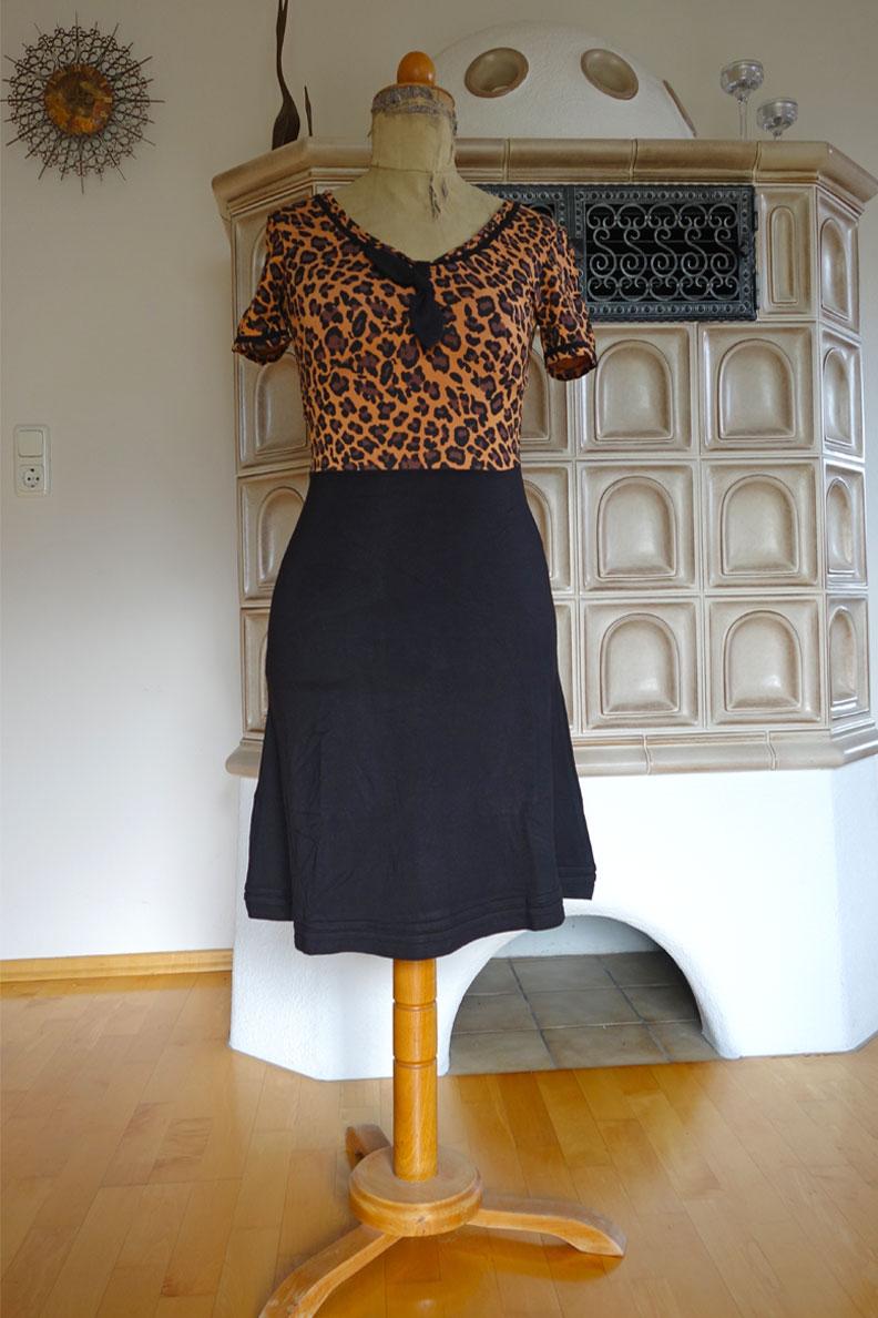 Ein Übergangs-Kleid von Pussy Deluxe