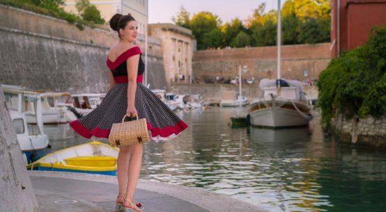 Ein Abend in Zadar im sommerlichen Retro-Kleid