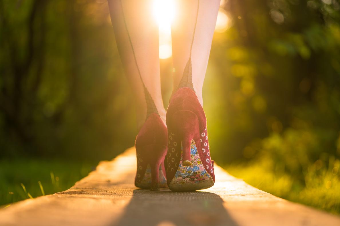 RetroCat mit Nahtstrümpfen und Retro-Schuhen von Irregular Choice