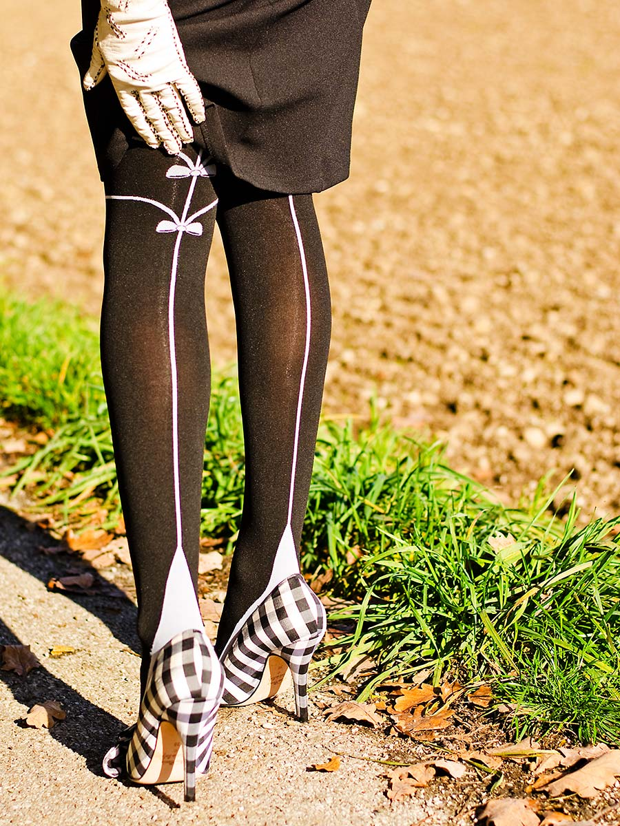RetroCat mit einer blickdichten Strumpfhose von Chantal Thomass