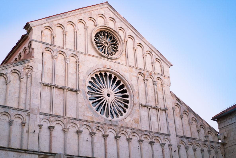 Die Fenster der Kirche Sv. Donat in Zadar