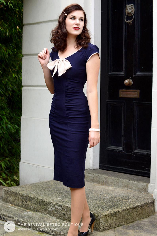 """Fashion-Bloggerin RetroCat im blauen """"Newport Dress"""" von Stop Staring!"""