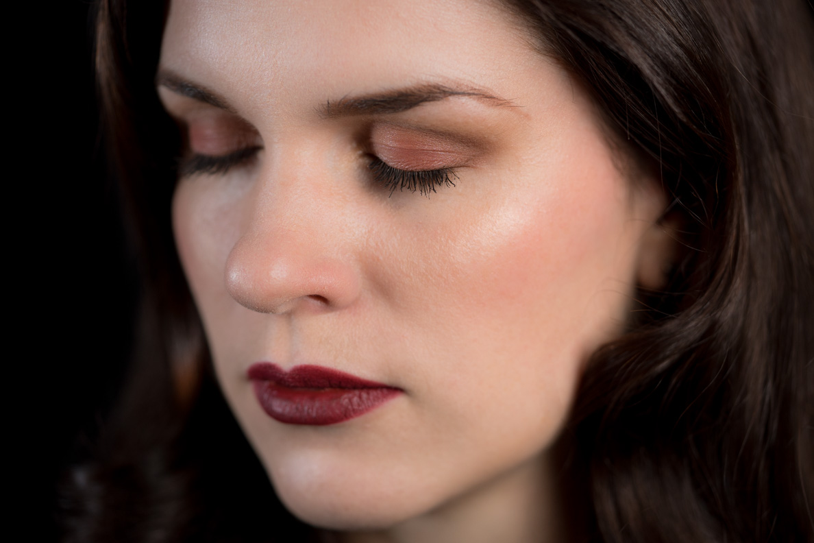 Beauty-Bloggerin RetroCat mit Lidschatten aus Chanels Le Rouge Kollektion