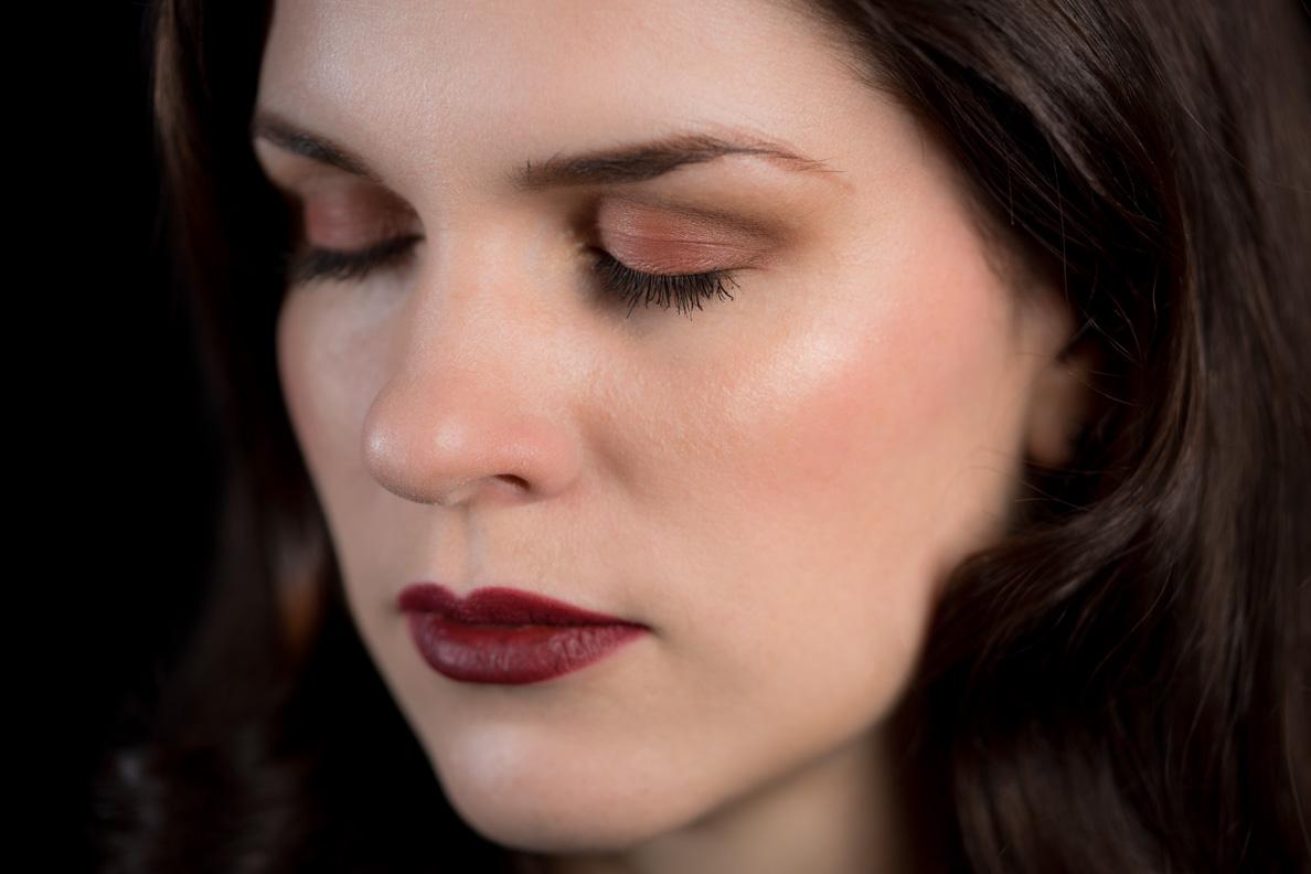 Beauty-Bloggerin RetroCat mit Lidschatten aus Chanels Le Rouge Kollektion