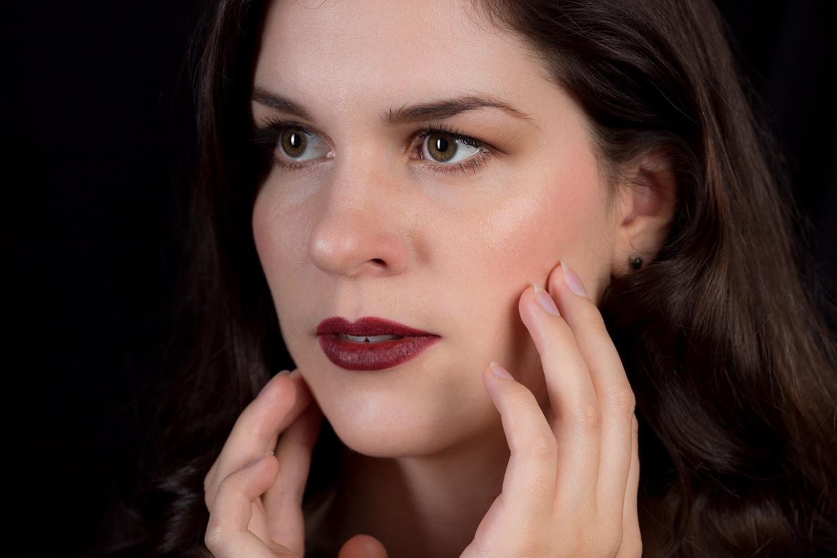 RetroCat mit einem dramatischen Make-up für den Herbst