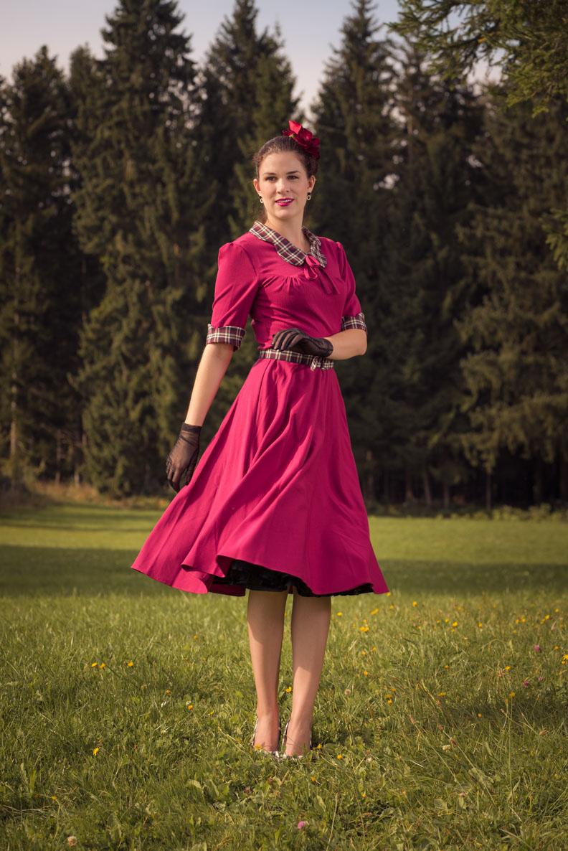 RetroCat mit einem Swing-Dress designt von Miss Victory Violet