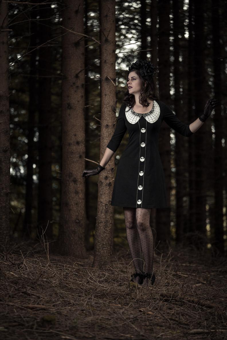 RetroCat in einem düsteren Halloween-Outfit