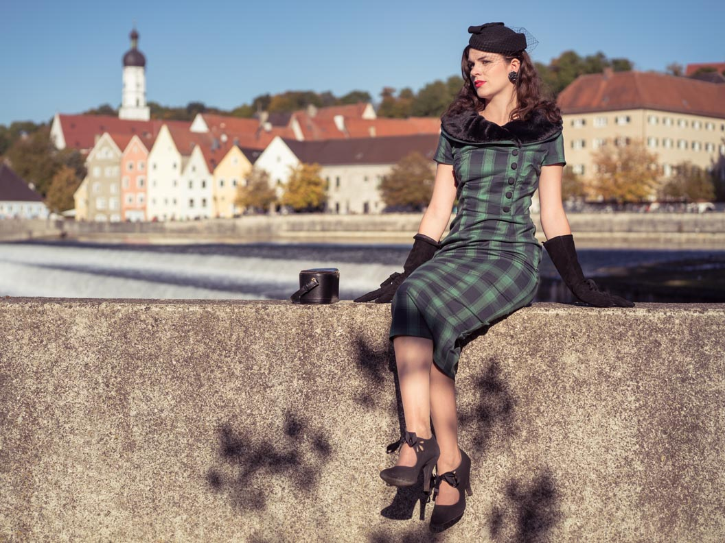 Vintage-Bloggerin RetroCat in einem Vintage-Kleid in Landsberg am Lech