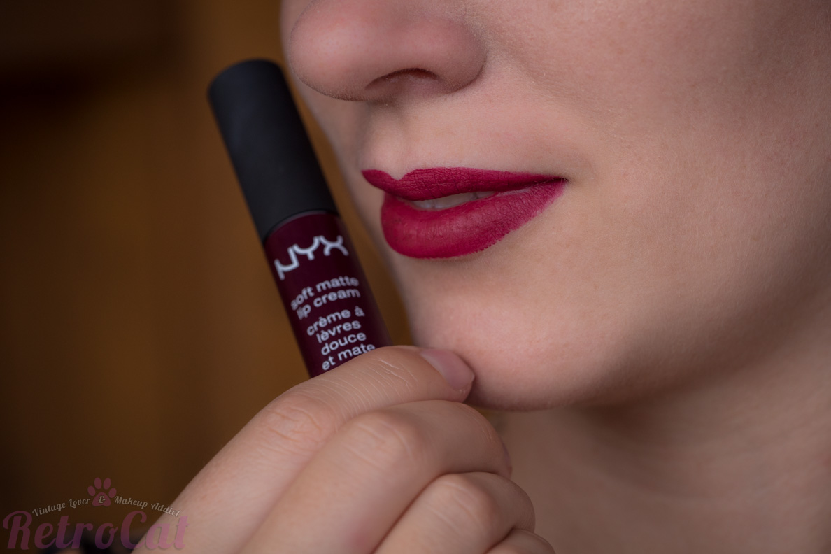 "RetroCat mit der NYX Soft Matte Lip Cream in ""Copenhagen"""