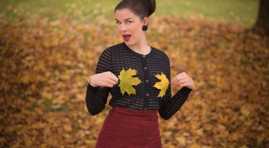 Ein glamouröser Herbst-Spaziergang mit einem Cardigan von Yumi & Secrets in Lace Strümpfen