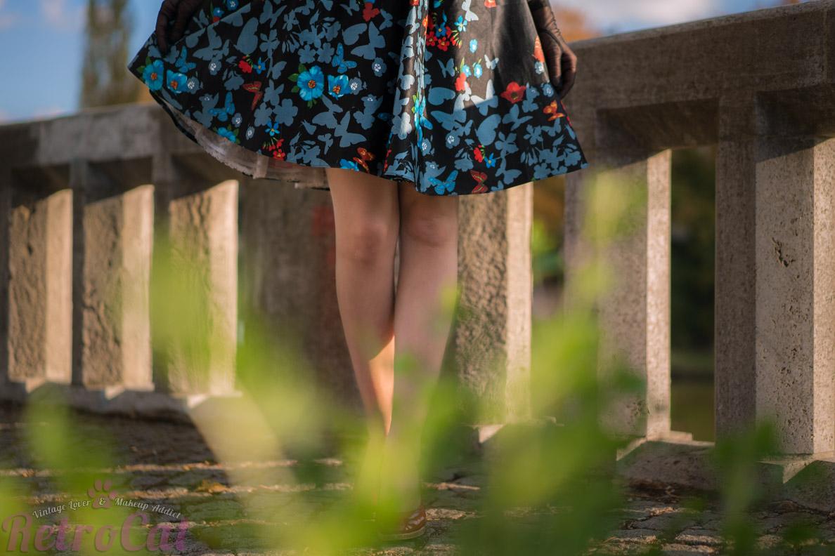 Das Black Butterfly Border Tea Dress von Lady V London im Detail