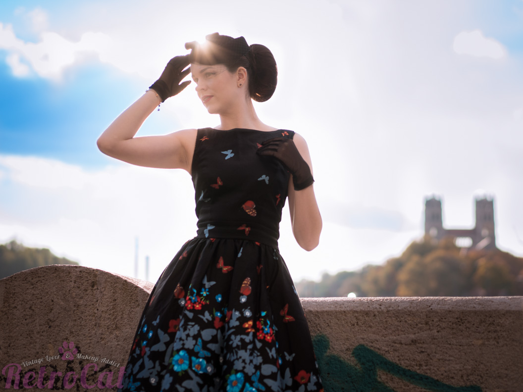 Fashion-Bloggerin RetroCat mit einem Tea Dress in München