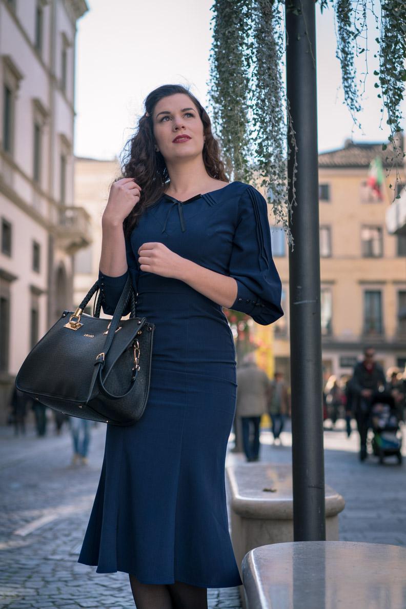 Sandra vom Vintage-Blog RetroCat in einem 30er-Jahre-Kleid von Stop Staring!