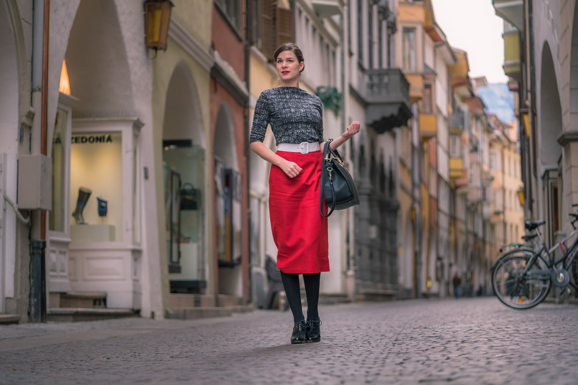 Sandra vom Vintage-Blog RetroCat in einem Retro-Outfit in Bozen
