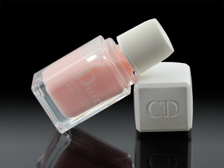 Der rosafarbene Nagellack Diorlisse Abricot in Pink Petal von Dior