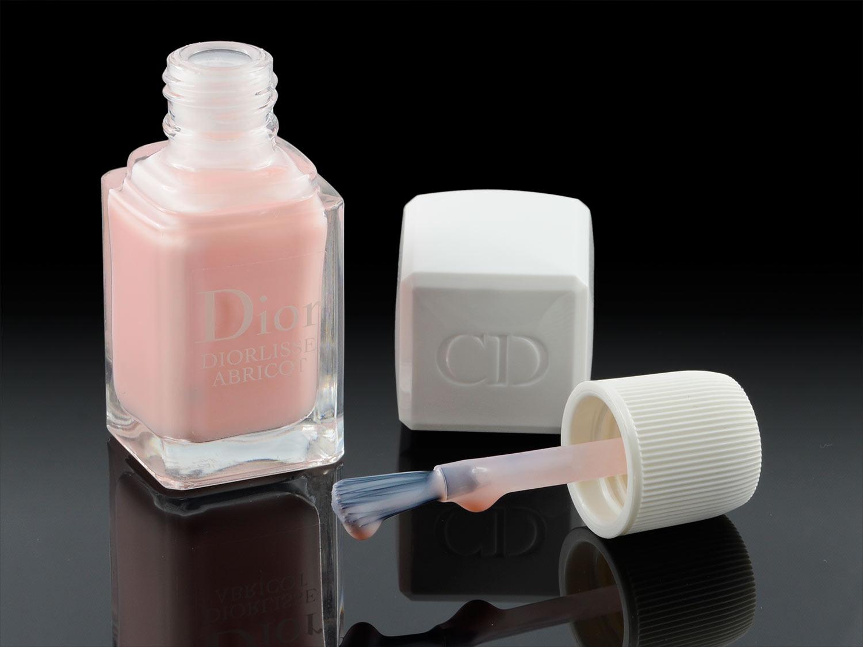 Der Diolisse Abricot Nagellack von Dior mit Pinsel
