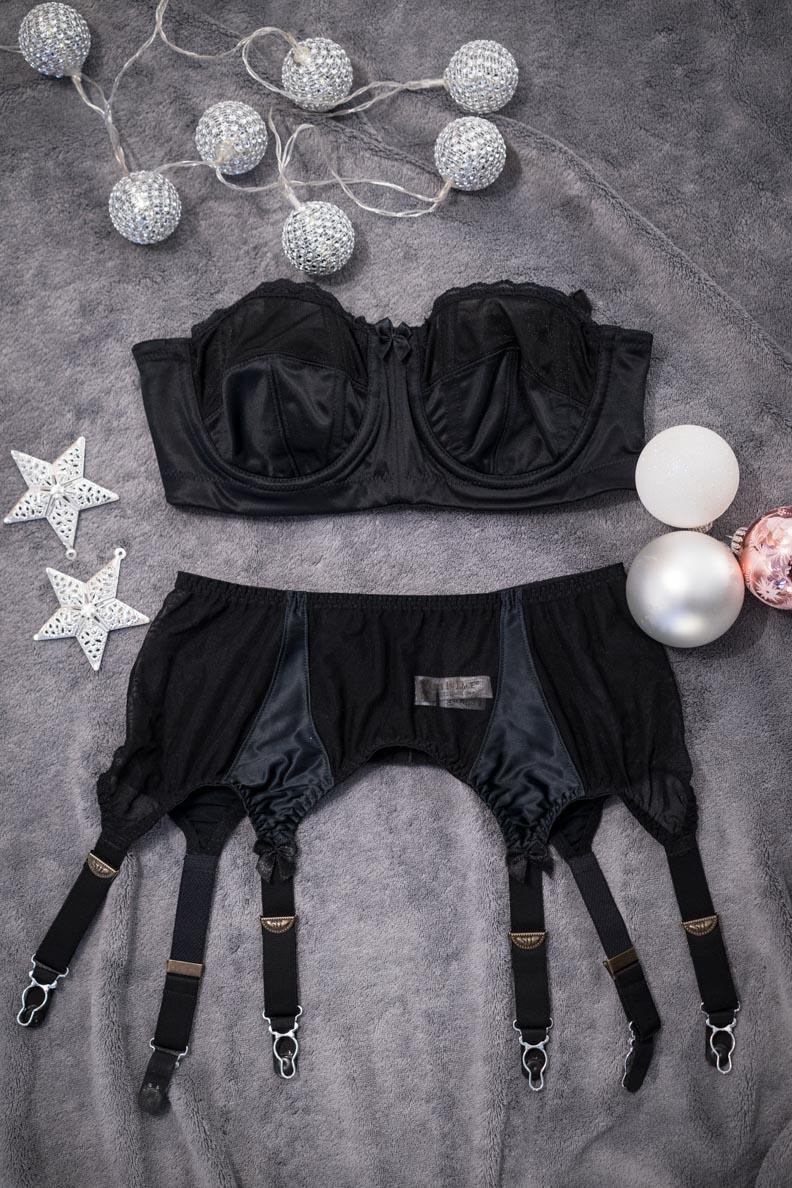 Der Secrets in Lace Lolita Garter Belt und Strapless Bra