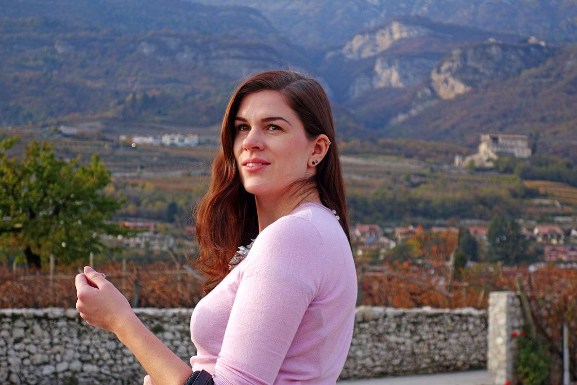 RetroCat im rosa Pullover im Trentino