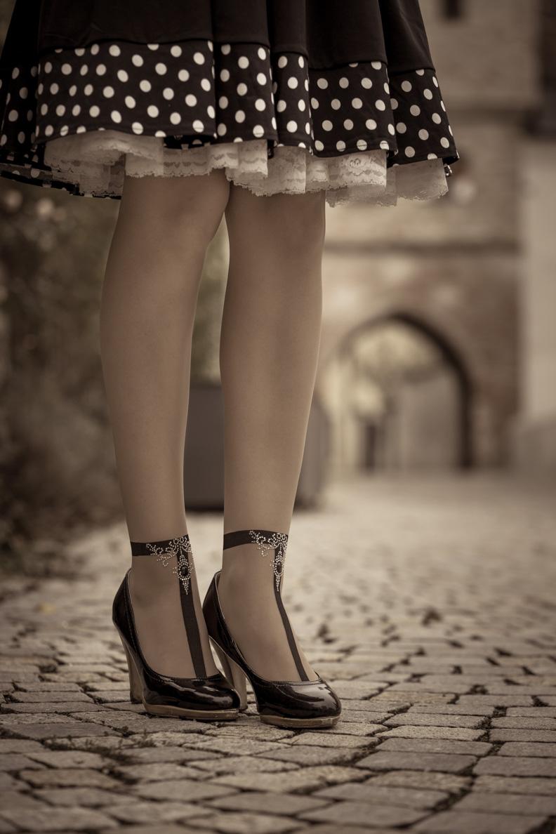 RetroCat mit glitzernder Strumpfhose von Oroblu und Vintage-Petticoat