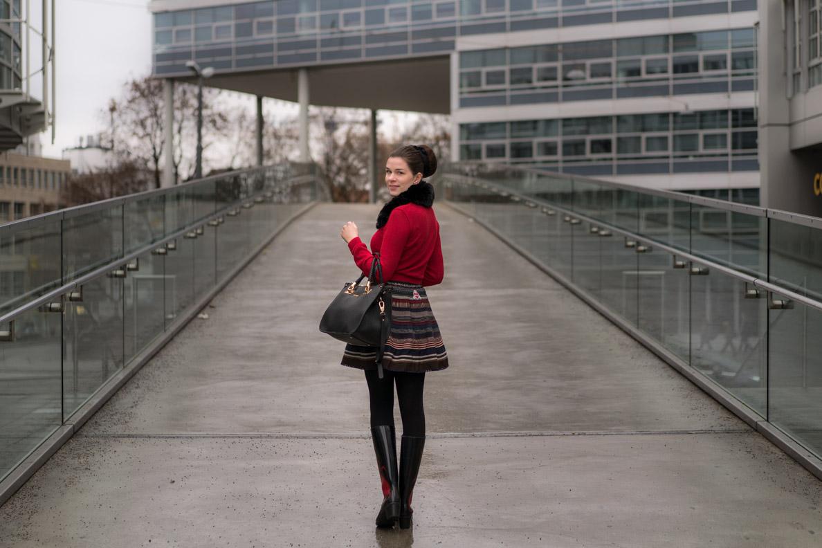 Vintage-Bloggerin RetroCat in einem 60er-Jahre-Outfit von Lena Hoschek