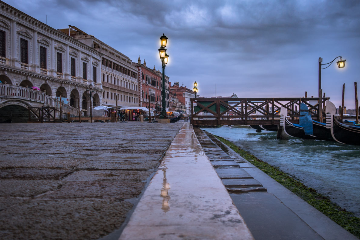 Die wunderschöne Hafenpromenade von Venedig