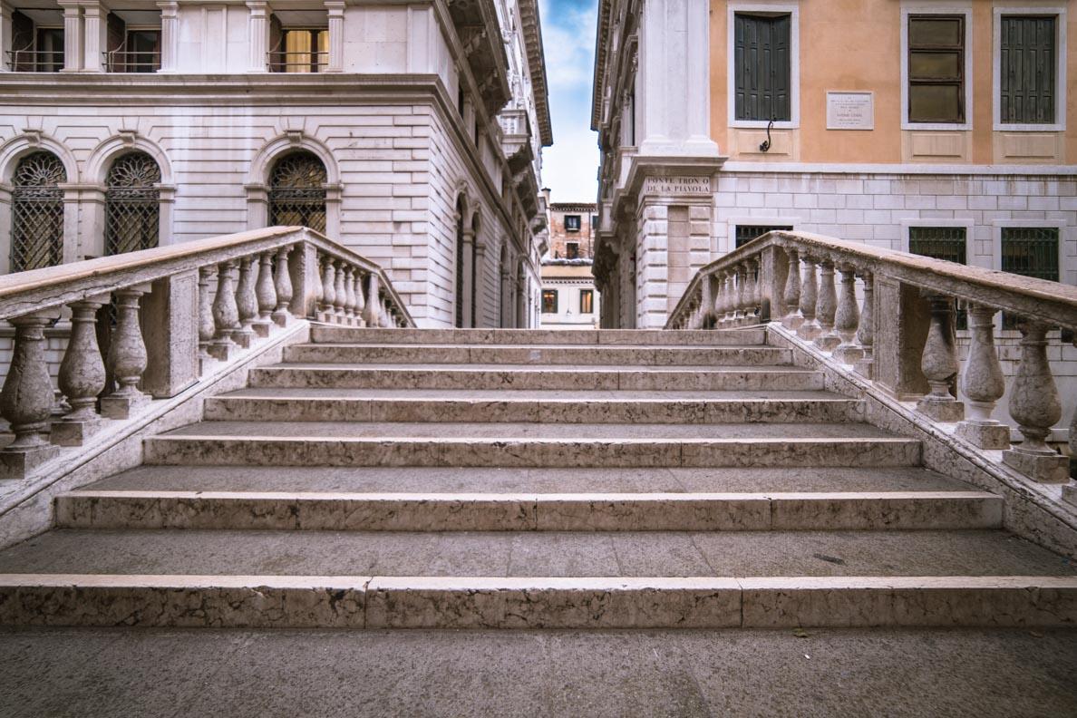 Eine der unzähligen Brücken Venedigs