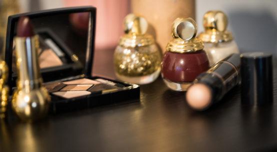 Weihnachts-Make-up: 5 festliche Beauty-Produkte für einen glamourösen Look