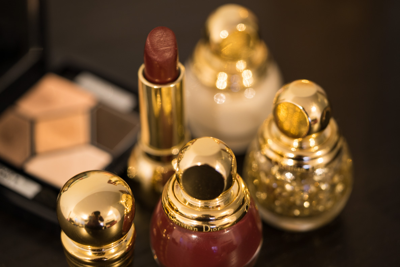 Ein roter Diorific Lippenstift aus der limitierten Dior Weihnachts-Kollektion