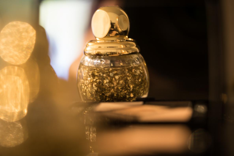 Ein goldener Top Coat von Dior aus der Weihnachts-Kollektion