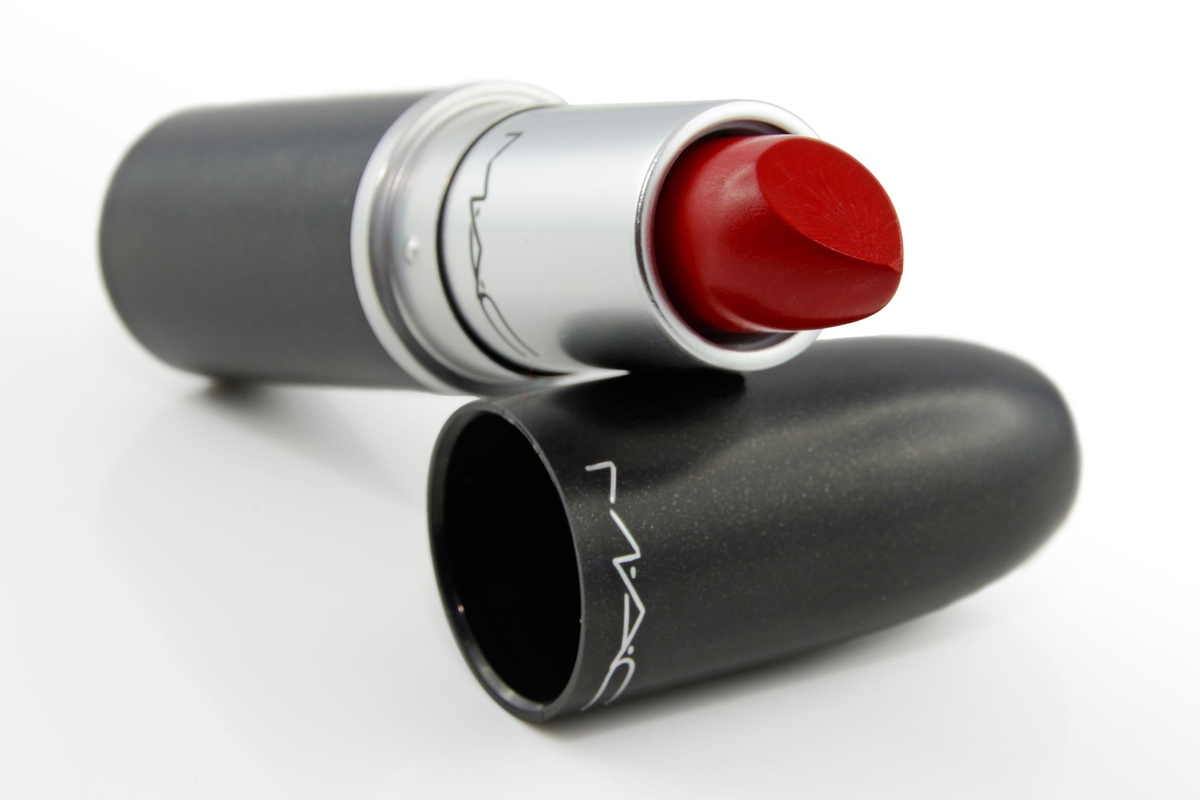 Review: Klassisch rote Lippen mit dem Mac Retro Matte Lipstick Ruby Woo
