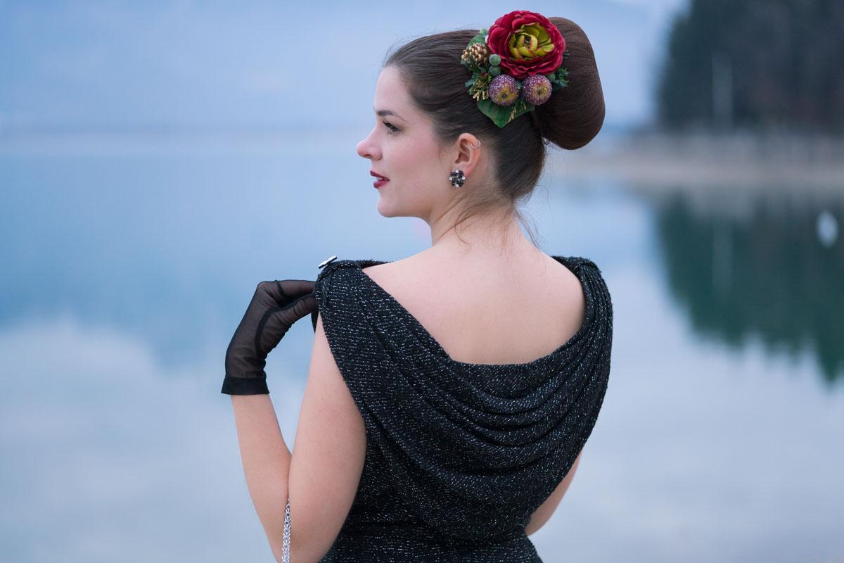 Ein 50er-Jahre-Kleid und glitzernde Accessoires: Festliche Vintage-Mode für die Weihnachtszeit