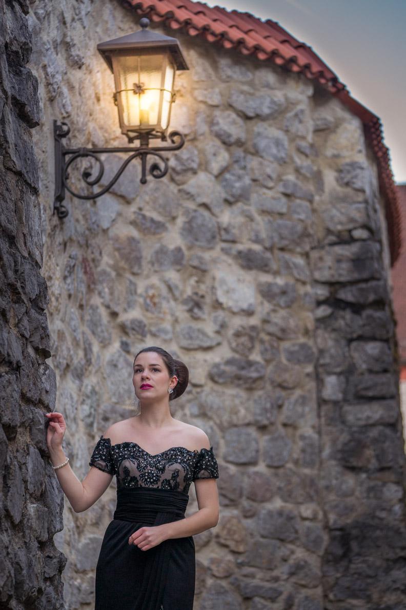 RetroCat in einem glamourösen Silvester-Kleid