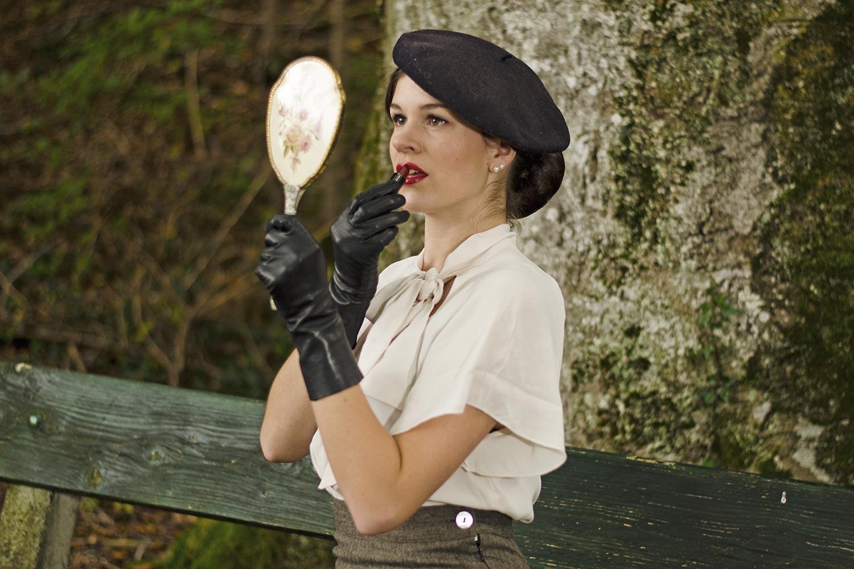 "Beauty-Bloggerin RetroCat mit dem Mac Ultimate Lipstick ""Dangerously Chic"""