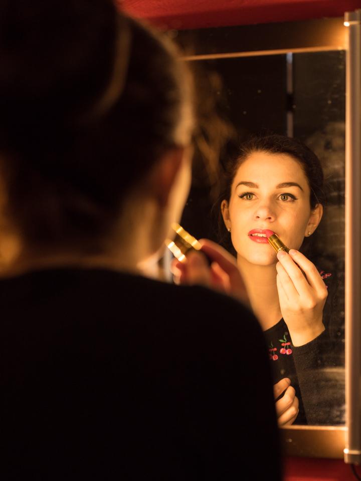 "Beauty-Bloggerin RetroCat mit dem Revlon Super Lustrous Lipstick ""Fire and Ice"""