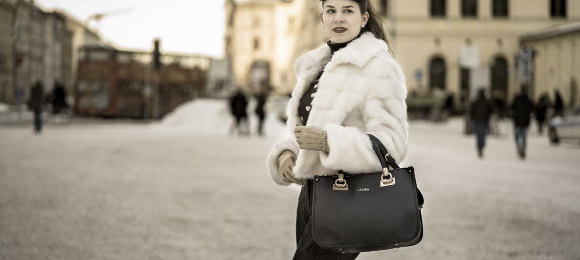 Fake-Fur-Jacke und falscher Pony: Ein warmer Vintage-Look für den Winter