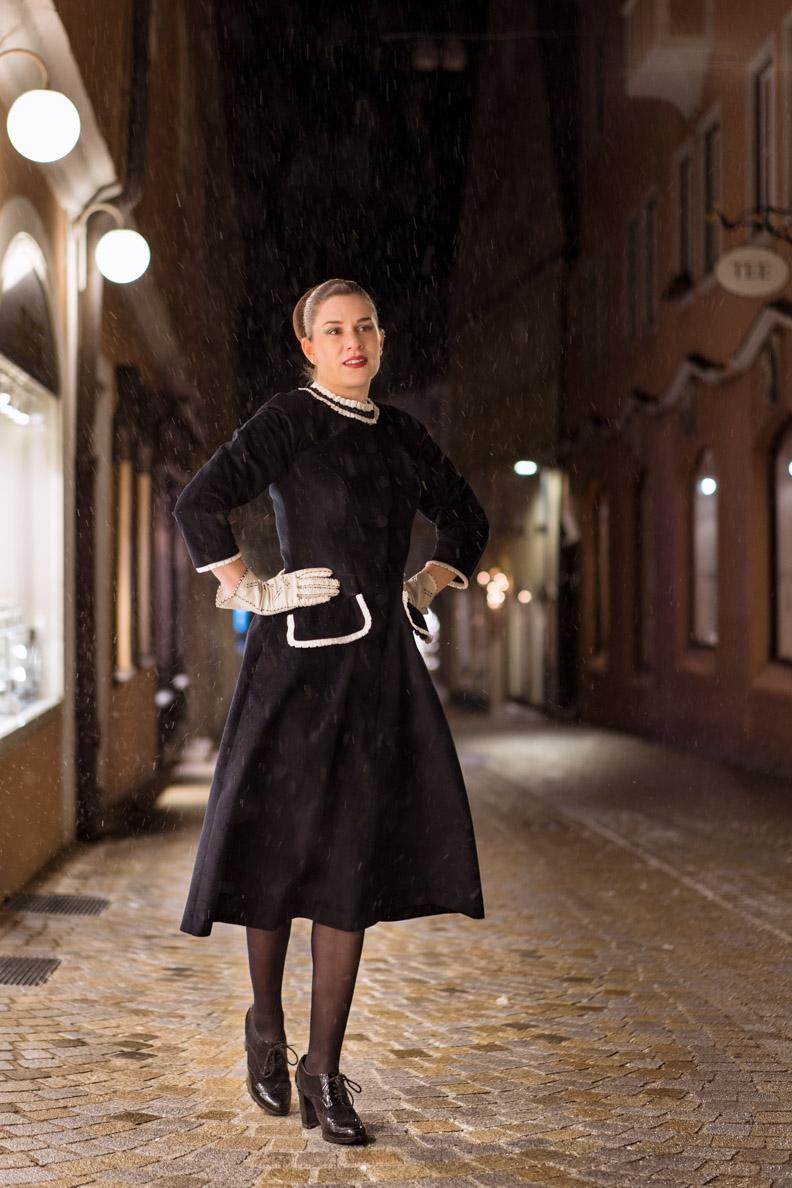 RetroCat in einem Retro-Kleid aus Cord von Ginger Jackie